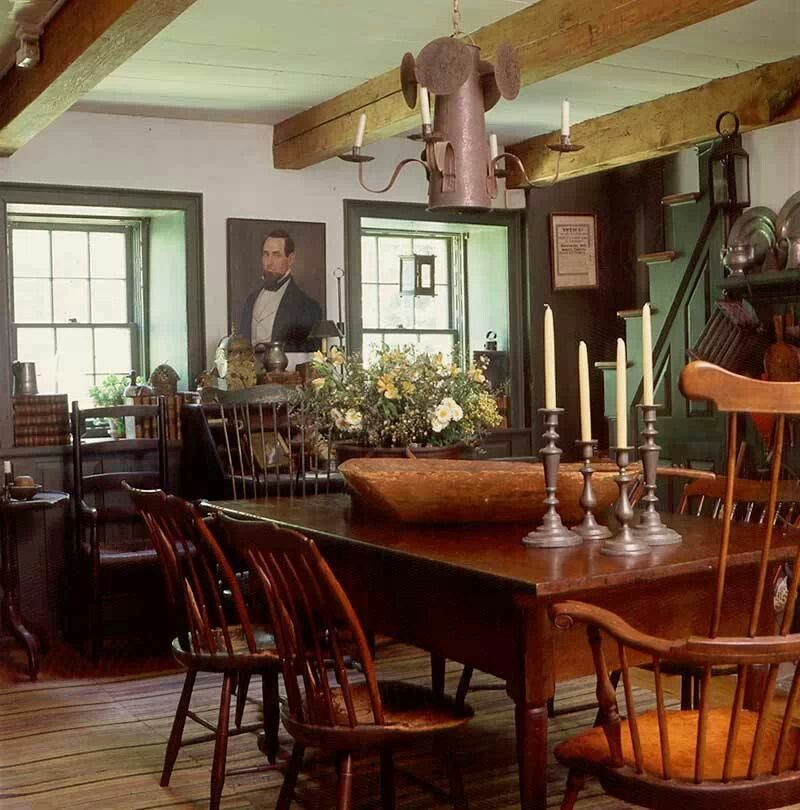 Farmhouse interior vintage early american farmhouse for Kitchen and dining room decor