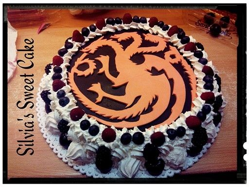 Meringata ai frutti di bosco! #happybirthday #gameofthrones #cake #meringata #fruttidibosco