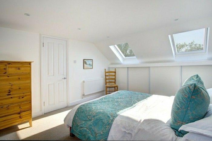 schlafzimmer dachschräge schlichtes design und grüne akzente - ideen schlafzimmer mit dachschrage