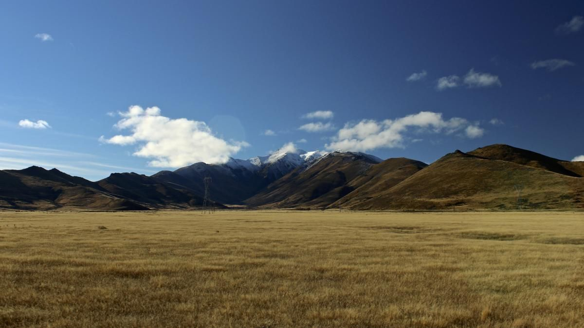 Brown Open Field With Mountain Range during Daytime - get this free picture at Avopix.com     https://avopix.com/photo/41510-brown-open-field-with-mountain-range-during-daytime    #plain #land #landscape #field #grass #avopix #free #photos #public #domain