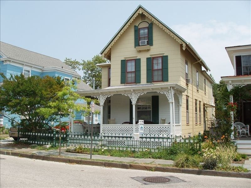 Cape May House Rental The Daisy Cottage As Seen On Historic Tour House Rental Vacation Rental Vacation