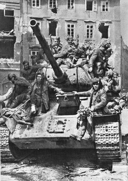 Просто всмотритесь в эти лица.1945 год.