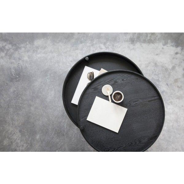 De Turning #salontafel van #Menu heeft alles in huis wat je van een #designstuk verwacht. Eenvoud, schoonheid en #functionaliteit. Het bovenste deel van het #tafelblad kun je bij een van de poten draaien, waarna er een geweldige #opbergruimte tevoorschijn komt. Stop er de afstandsbediening, opladers, boeken, tijdschriften of chocolade in. Alles wat je maar binnen handbereik wilt hebben in de #woonkamer, en toch uit het zicht. Verkrijgbaar bij #Flindersdesign #tafel #modern #design