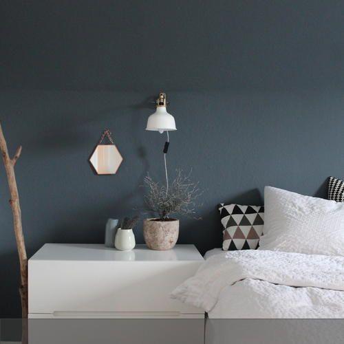 Wandfarbe Grau Blau Kombinieren 5: Dunkelblaue Wand Im Schlafzimmer In 2019
