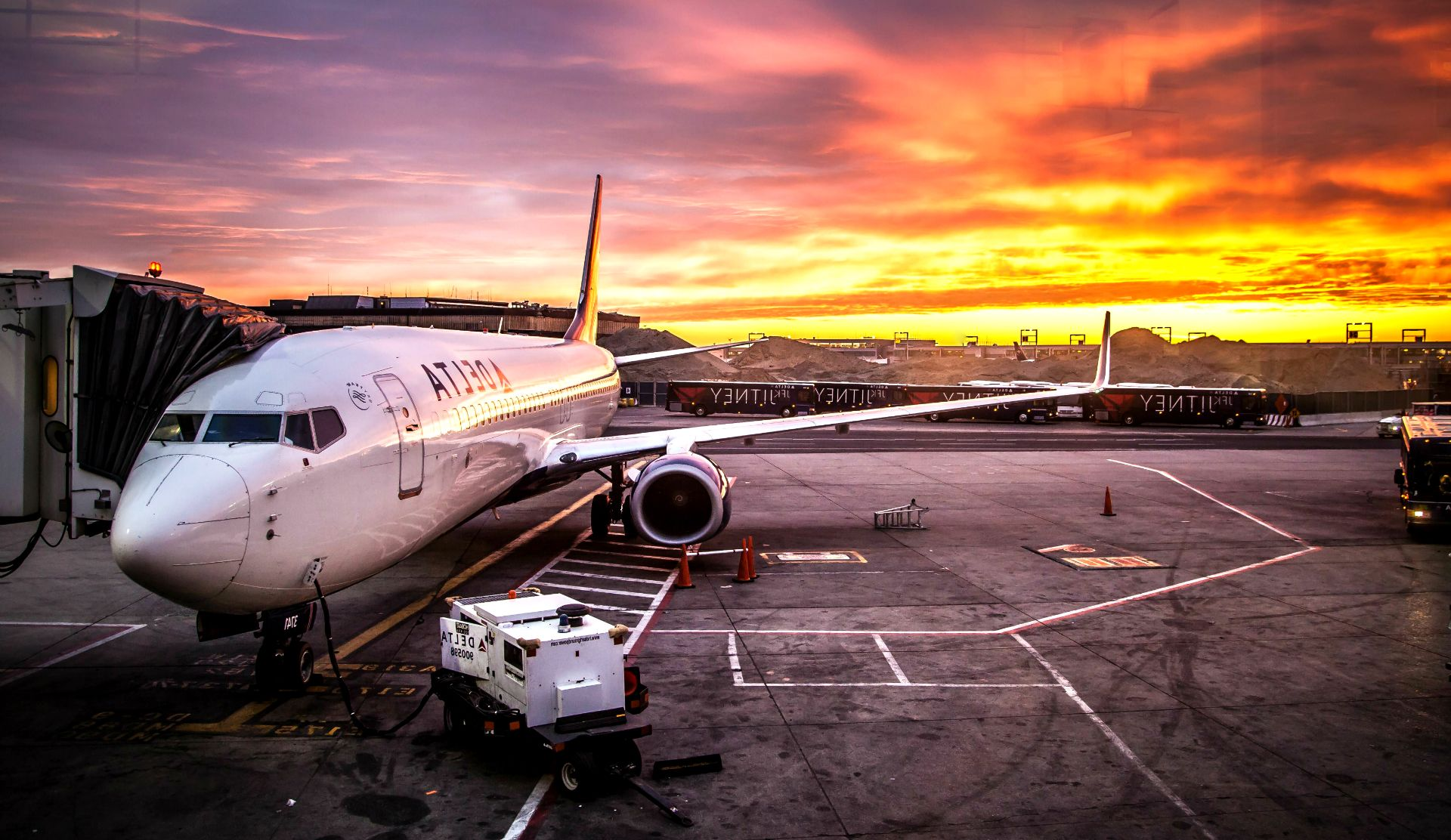 Plane Airport HD Wallpaper - HD Wallpapers 4 US