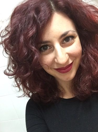 A classic combo on Christmas day: black (winged) eyeliner and red lips! My favourite makeup on one of my favourite days! Eyeliner: Kiko Lasting Gel Lipstick: Kiko Smart Lipstick in 934 Il giorno di…