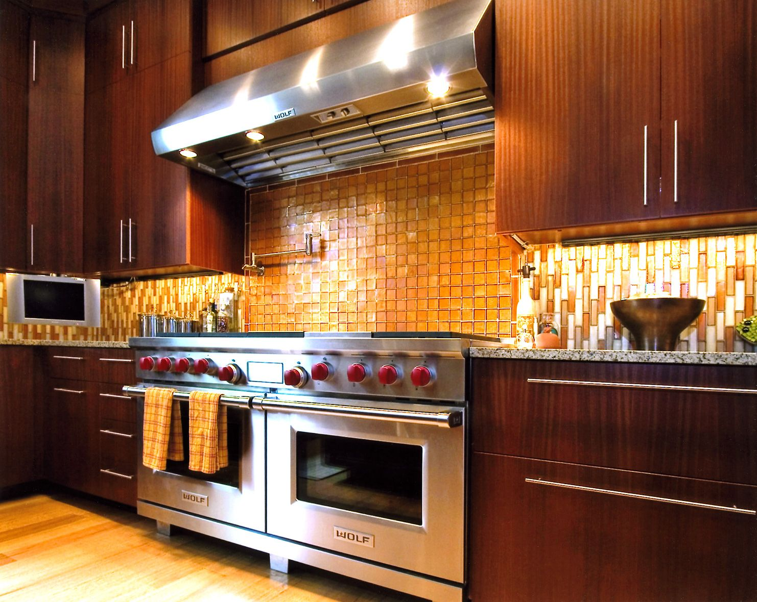 A Kitchen Glittering With Gold Is A Dream Come True For The Best Simple Interior Design Ideas For Kitchen Design Decoration