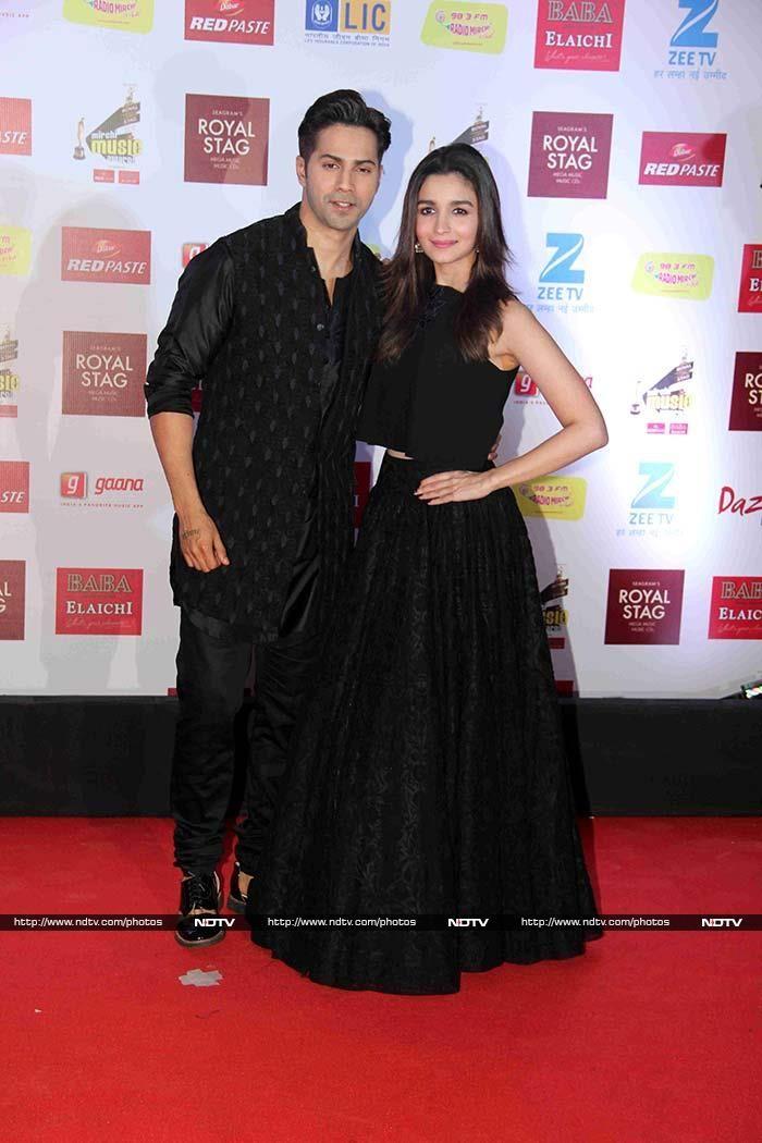 Badrinath Plus His Dulhania Alia Bhatt Spotted At Awards Night Alia And Varun Alia Bhatt Alia Bhatt Photoshoot