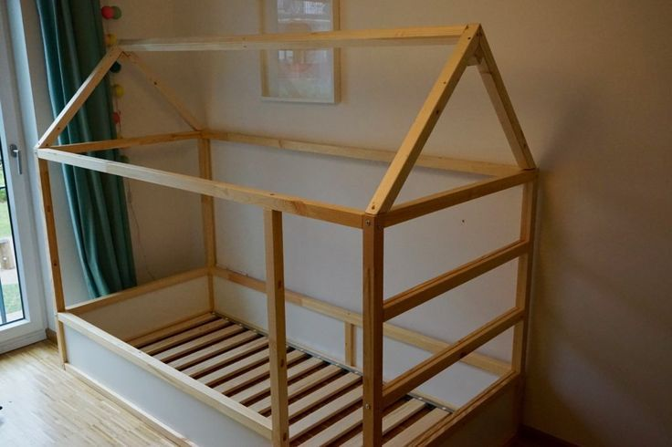 DIY: IKEA Kura converts to a house bed> vaterjahre.de images