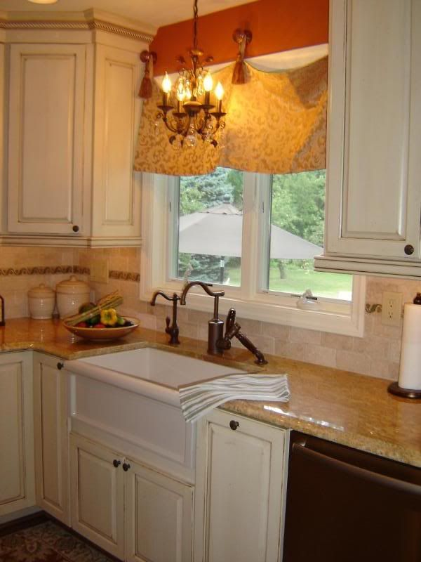 sink and curtains | Kitchen cabinets decor, Hanging ...