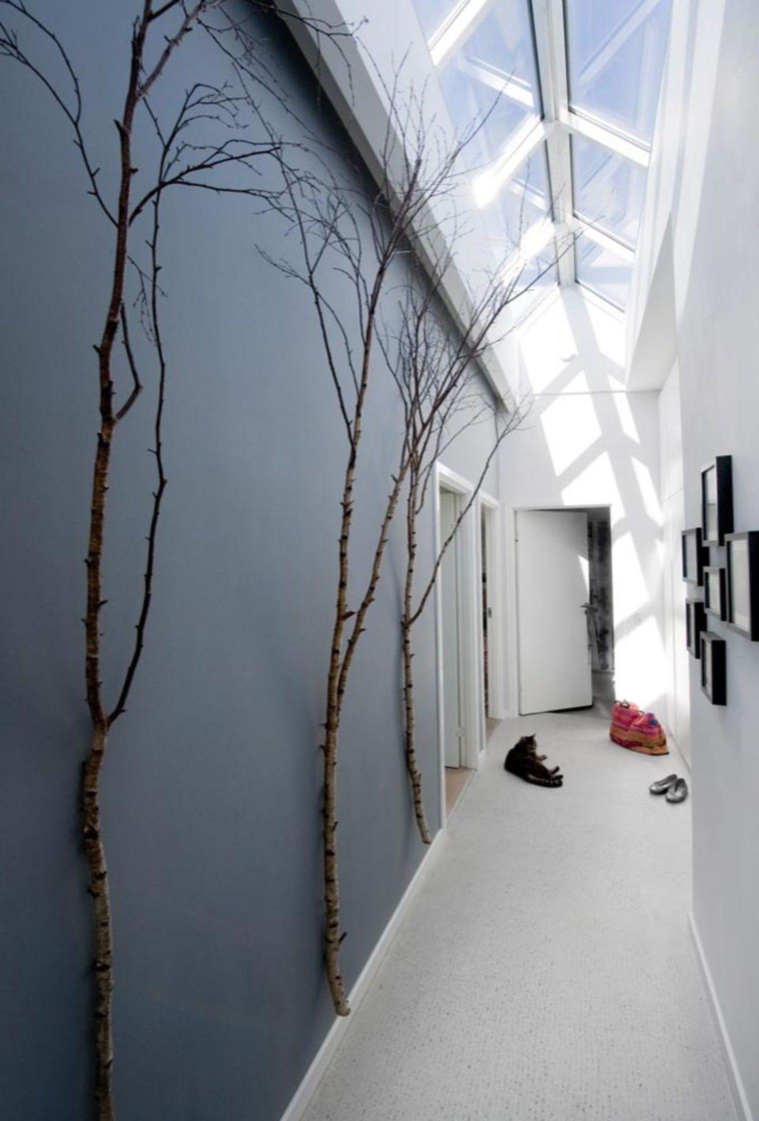 d co couloir long sombre troit 12 id es pour lui donner du style chambre pinterest. Black Bedroom Furniture Sets. Home Design Ideas