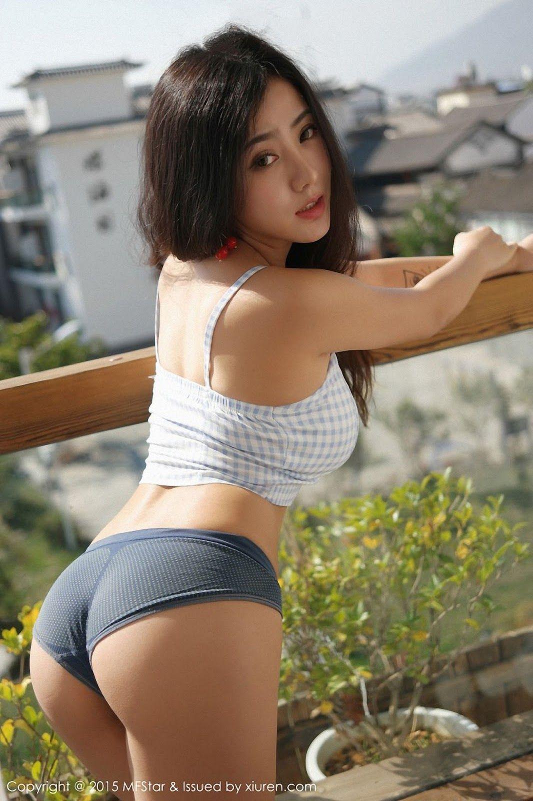pretty nude shemale top