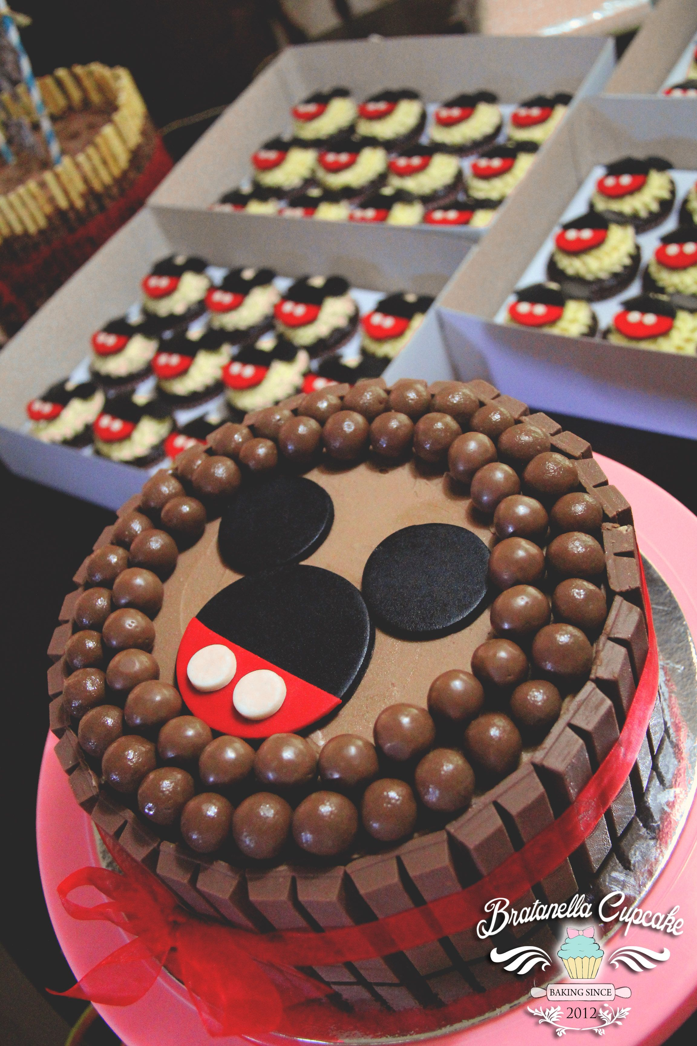 Mickey KitKat Cake Party Cakes By Brat Pinterest Cake Sweets