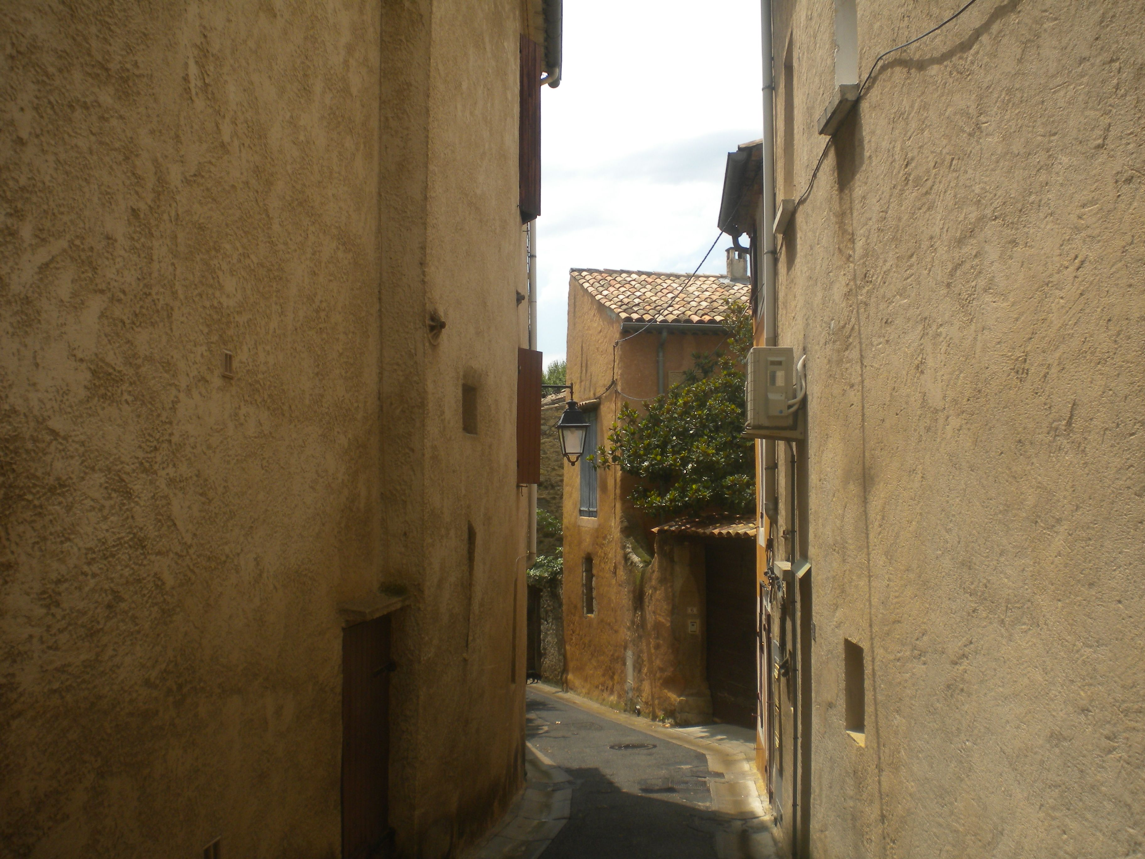 ruelle Lambesc