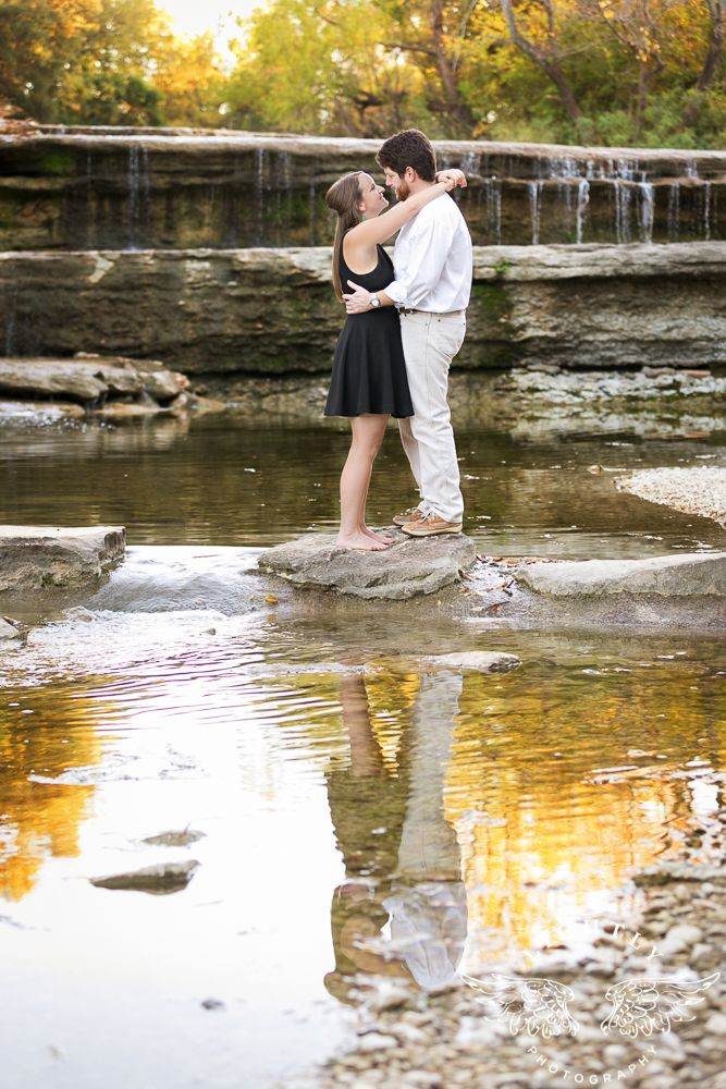 Lightly Photography Lightlyphoto Com Fort Worth Couple Engagement Session At The Trinity Trails Park Photography Location Photography Engagement Session