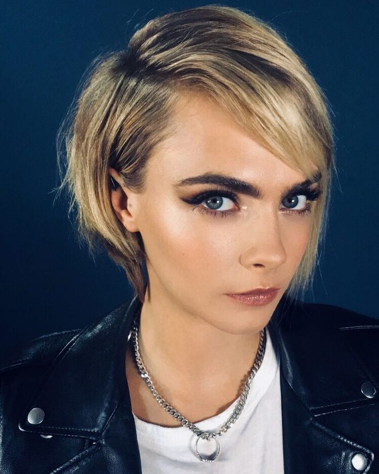 Pin Von Vic Lisetsky Auf Cara Cara Delevingne Styling Kurzes Haar Haarschnitt Ideen