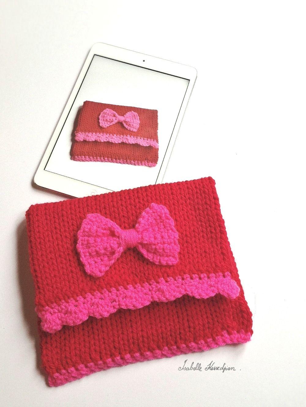 Isabelle Kessedjian: Housse pour mini iPad au tricotin géant.