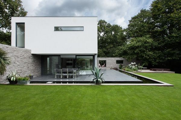 Visually Stunning White Contemporary Home in Southampton   Home and ...