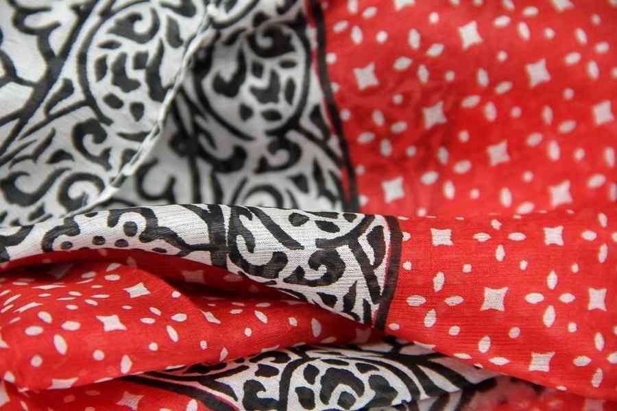 Découvrez le foulard en soie oriental pas cher, doux, élégant et raffiné.  Un foulard de luxe à petit prix en soie naturelle indienne chic. 63f5685150f