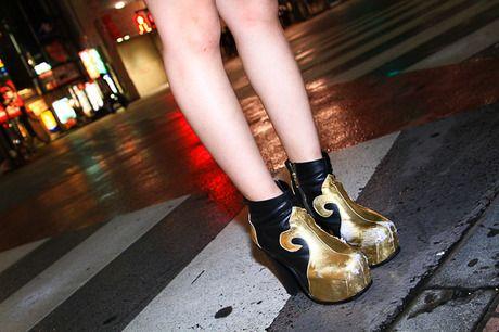 More photo at:  http://www.fashionsnap.com/streetsnap/2012-07-29/17880/#