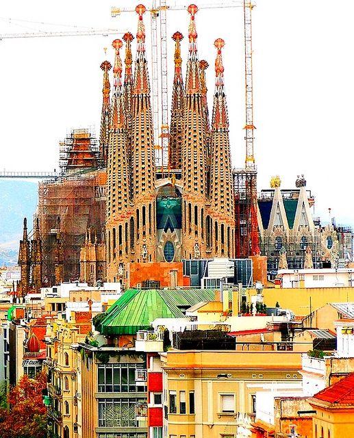 Travel In Spain Barcelona Architecture Tour: Barcelona Architecture - La Sagrada Familia