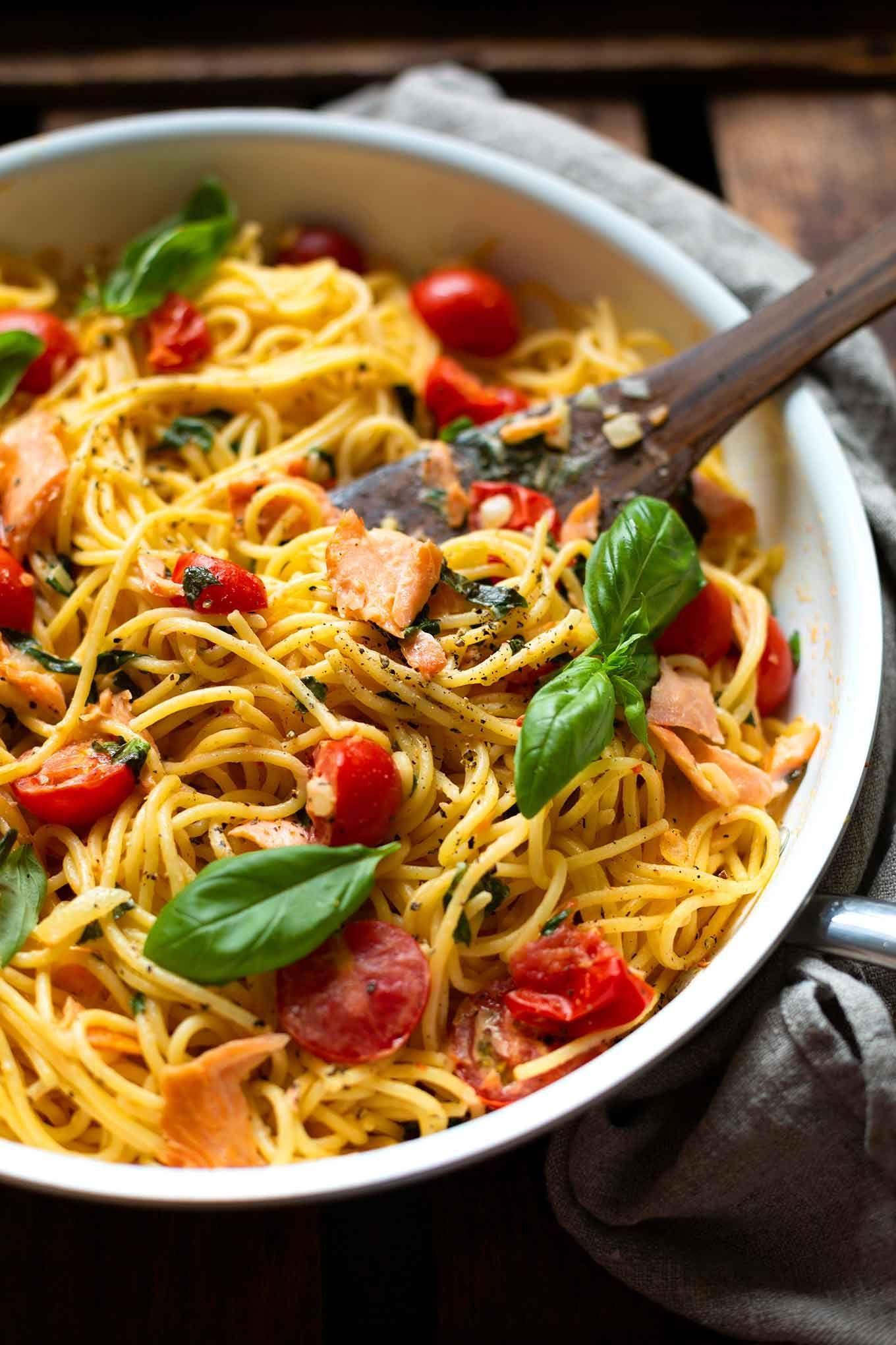 Schnelle Spaghetti mit Lachs und Tomaten Frischkäse Sauce