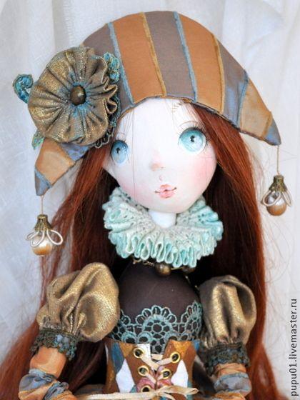 Авторская кукла Марго. Кукла из серии Коломбины.Выполнена из грунтованного текстиля. Очень подвижная,  сидит самостоятельно, болтая ножками .