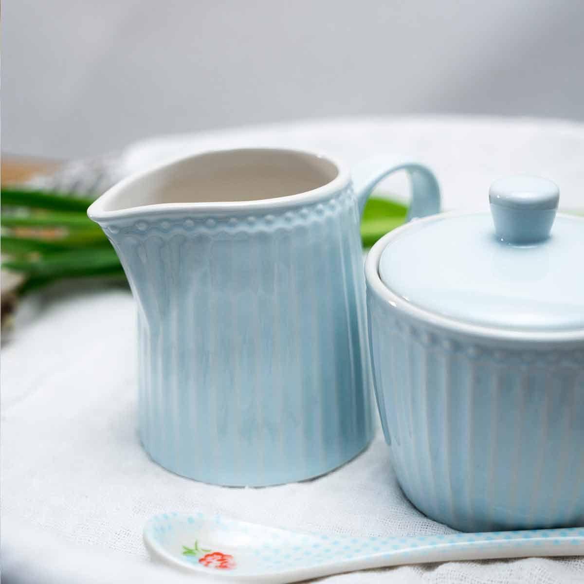 Dänische Lebenslust Mit Diesem Nostalgischen Milchkännchen Alice Pale Blue Verschönerst Du Deinen Alltag Milchkännchen Greeng Milchkanne Wohntrends Keramik