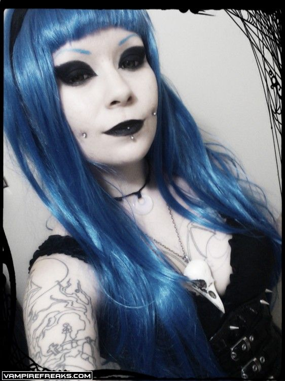 Vampirefreaks model Lollipop Pixie getting her #Goth on