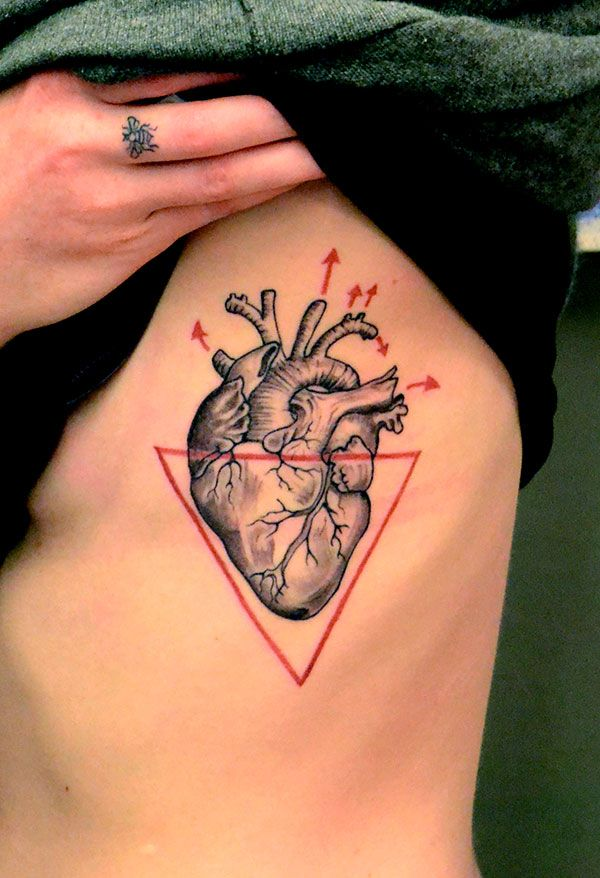 These are the 25 most artistic and original heart tattoos i've ever seen - Blog of Francesco Mugnai. LOVE THE BEE ON THE FINGER