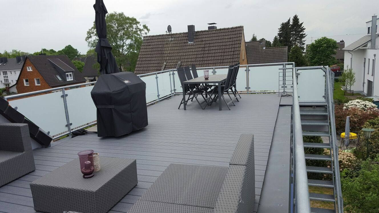 nachr stung einer dachterrasse in hilden mit feuerverzinkten gel nder pfosten und handlauf aus. Black Bedroom Furniture Sets. Home Design Ideas