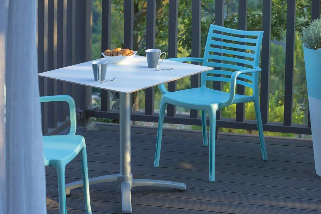 Mondecasa Rhodes Outdoor Table – Aluminum Tabletop & Extendable ...
