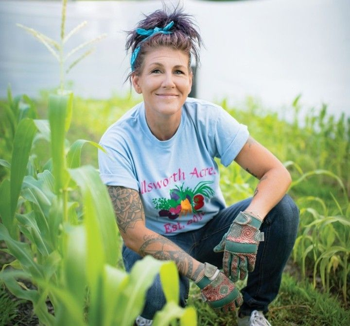 The Ellsworth Acres Training Farm in North Royalton, Ohio, is helping women in recovery find healing and purpose through agriculture.🌱 Find the whole story in our bio link. 📷: @jeffadkinsphoto . . . . . . . 