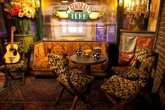 Photo Of Warner Bros Studio Los Angeles Central Perk From Friends Friends Cafe Central Perk Friends Apartment