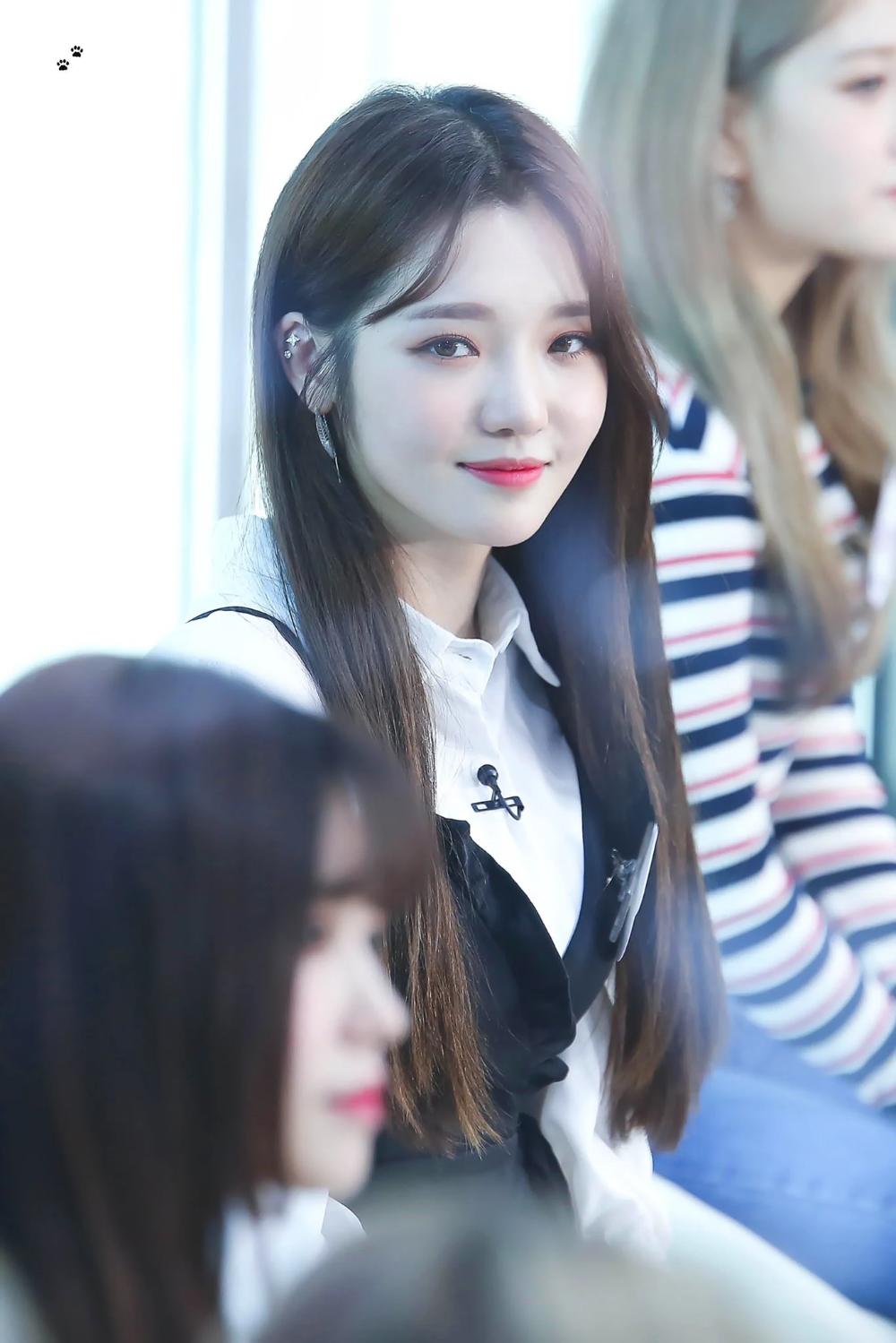These 17 Female Idols Will Make You Want Piercings Asap Koreaboo Unique Ear Piercings Ear Piercings Kpop Girls