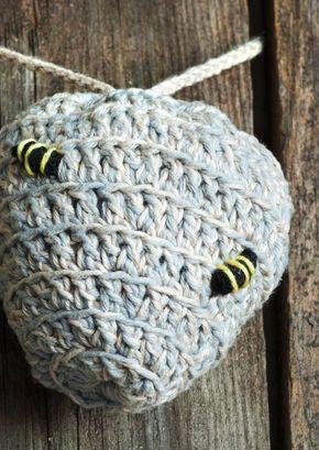 Virkattu ampiaispesä on tämän kesän virkkaushitti ja mukava mökkituominen. Katso ohjeet ja tartu koukkuun!
