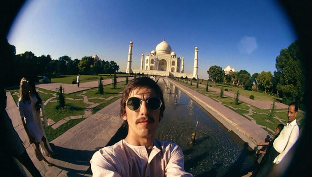 George Harrison takes a selfie at the Taj Mahal!