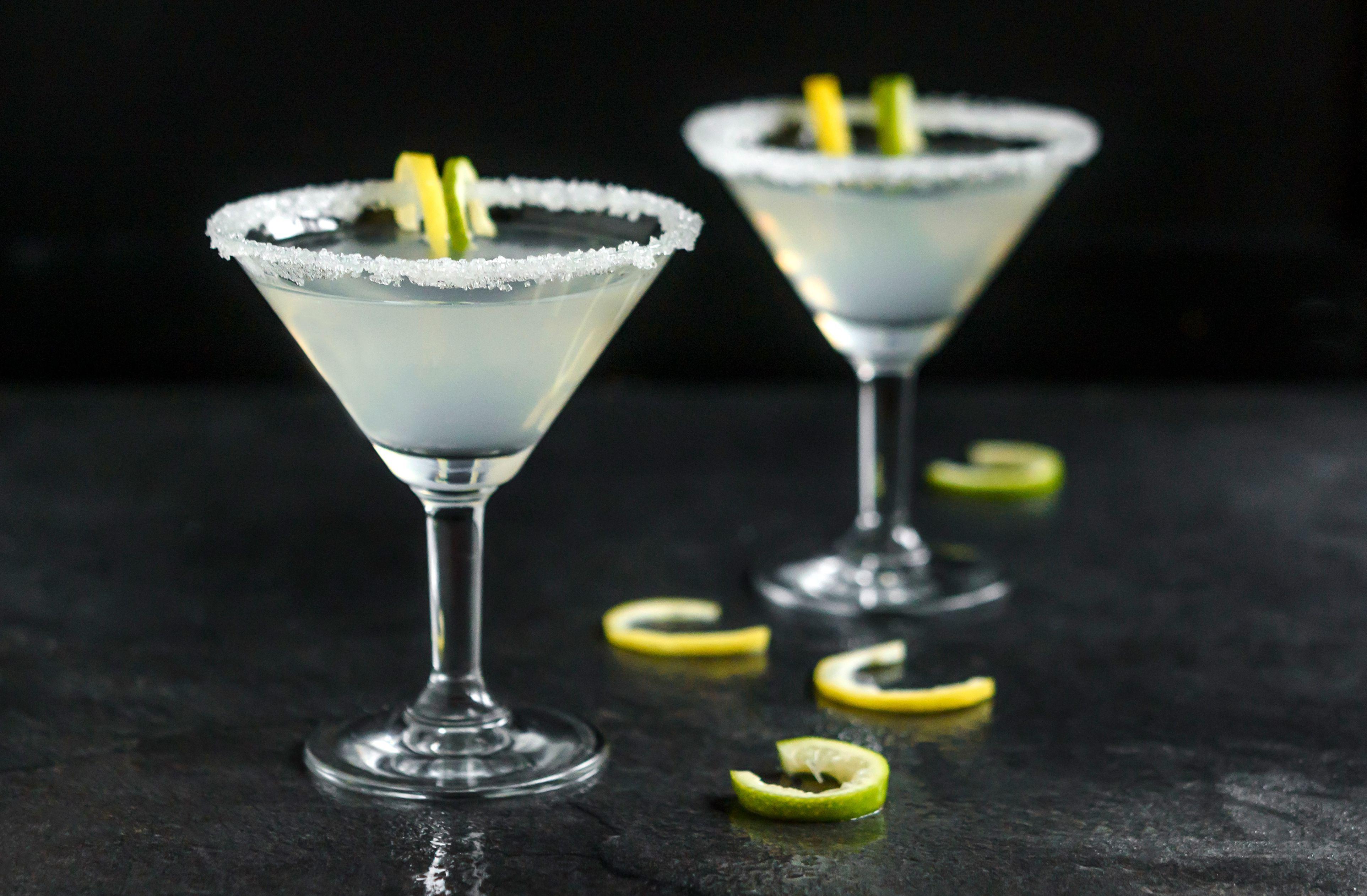 Show Off Your Best Vodka In The Clean Crisp Martini Recipe Popular Vodka Vodka Cocktails Vodka