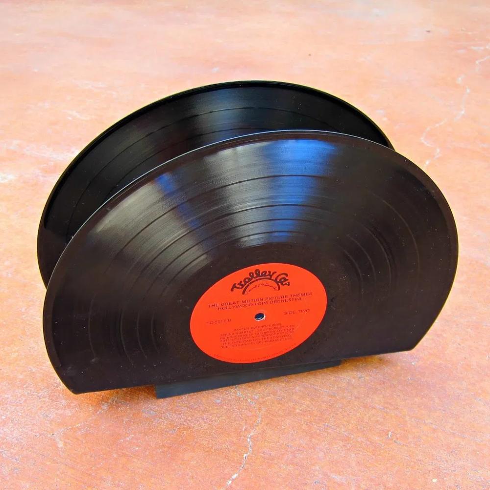 How To Make A Magazine Holder With Vinyl Records Morena S Corner Vinyl Records Diy Diy Magazine Holder Magazine Holders