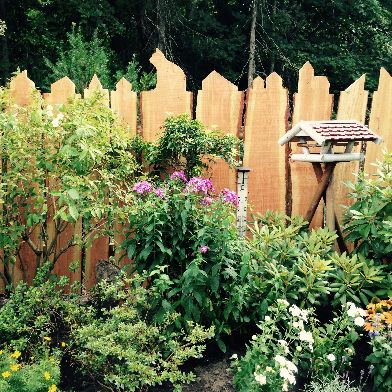 Holzzaun Gartenzaun Material Holzbohlen dirket vom Sägewerk