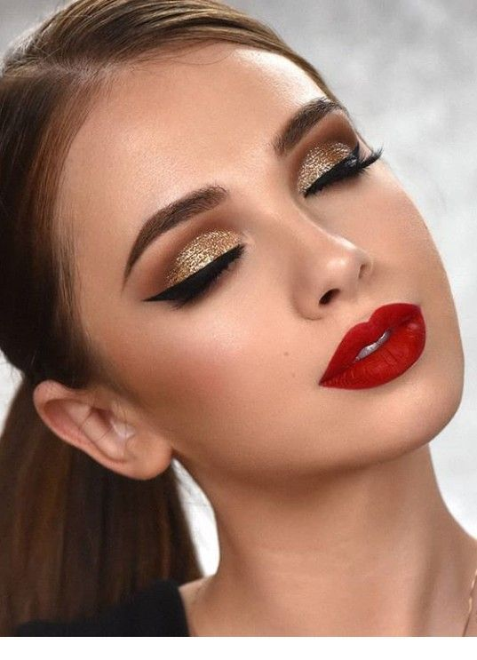 Gold makeup, red lips - Miladies.net #goldmakeup