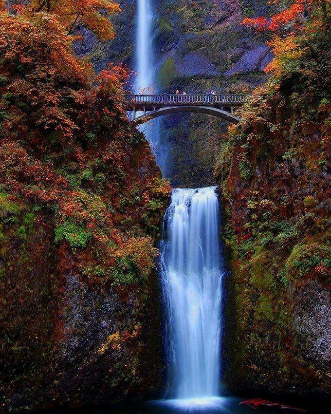 Wasserfall in einer Schlucht