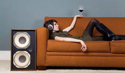 Uno de los grandes placeres que te da la vida es poder disfrutar de una buena copa de vino con tu música favorita. http://www.mercado-vino.com/blog/musica-y-vino-placer-divino.html#.VNVV8OaG9Rr