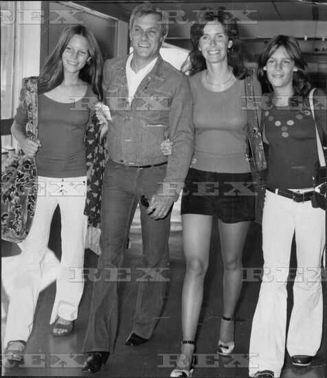Tony Curtis Leslie Allen With Kelly And Jamie Lee Tony Curtis