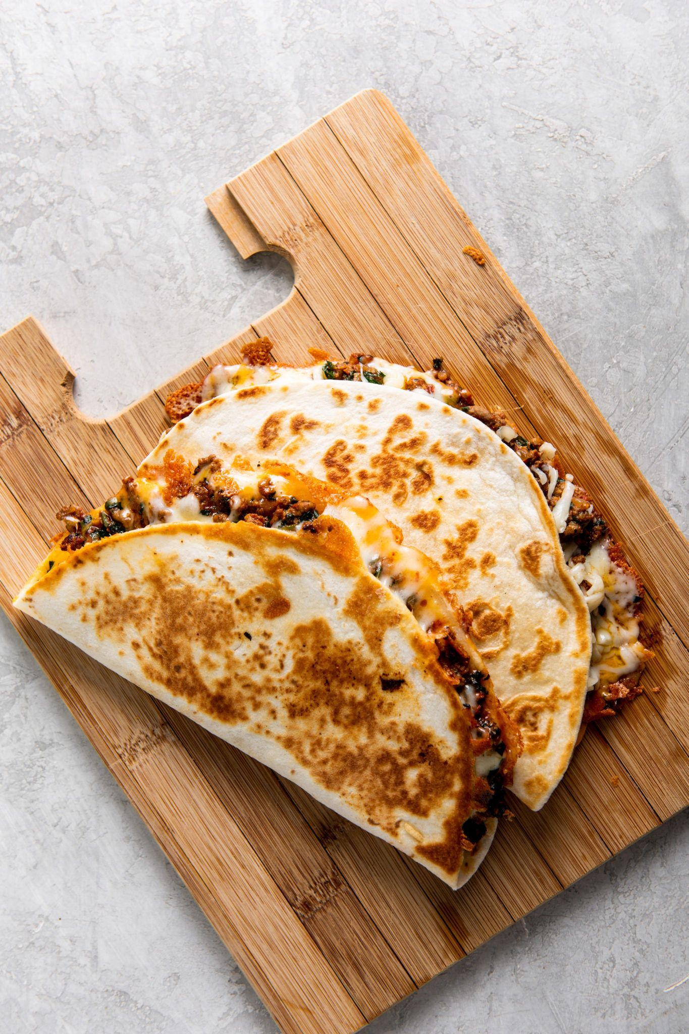 Cheesy Ground Beef Quesadillas Recipe The Mom 100 In 2020 Beef Quesadillas Ground Beef Quesadillas Recipes