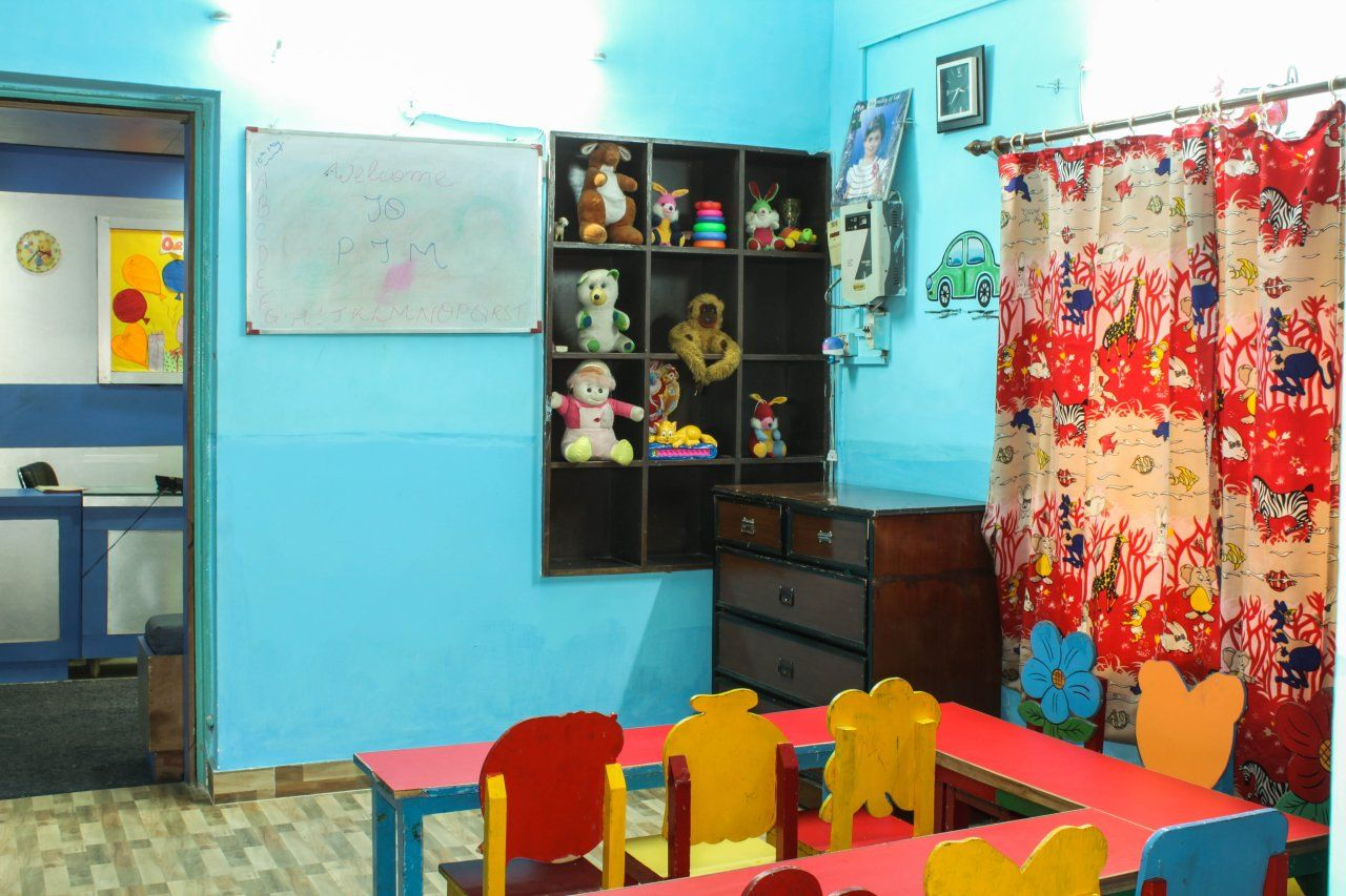 Valley of #Kids quality #Day #Care #Center in south delhi gives the holistic education and has one of the best creche in South Delhi, India.
