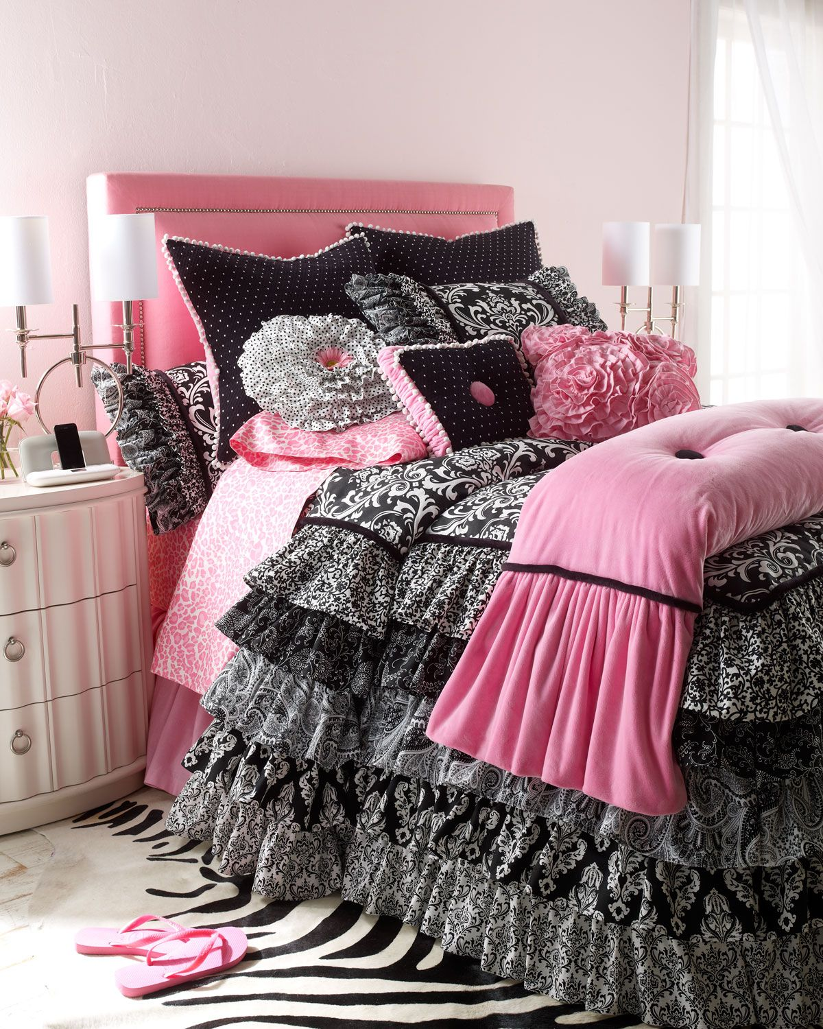 rogue designs yin yang bed linens pink and black. Black Bedroom Furniture Sets. Home Design Ideas