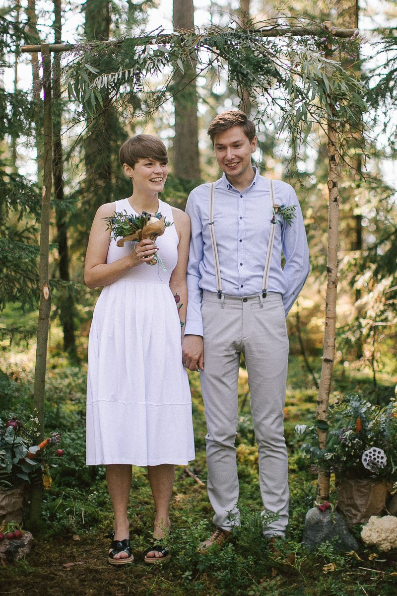 Neutral eco friendly wedding in the forest | Wedding ceremony | fabmood.com #wedding #neturalwedding #ecofriendlywedding