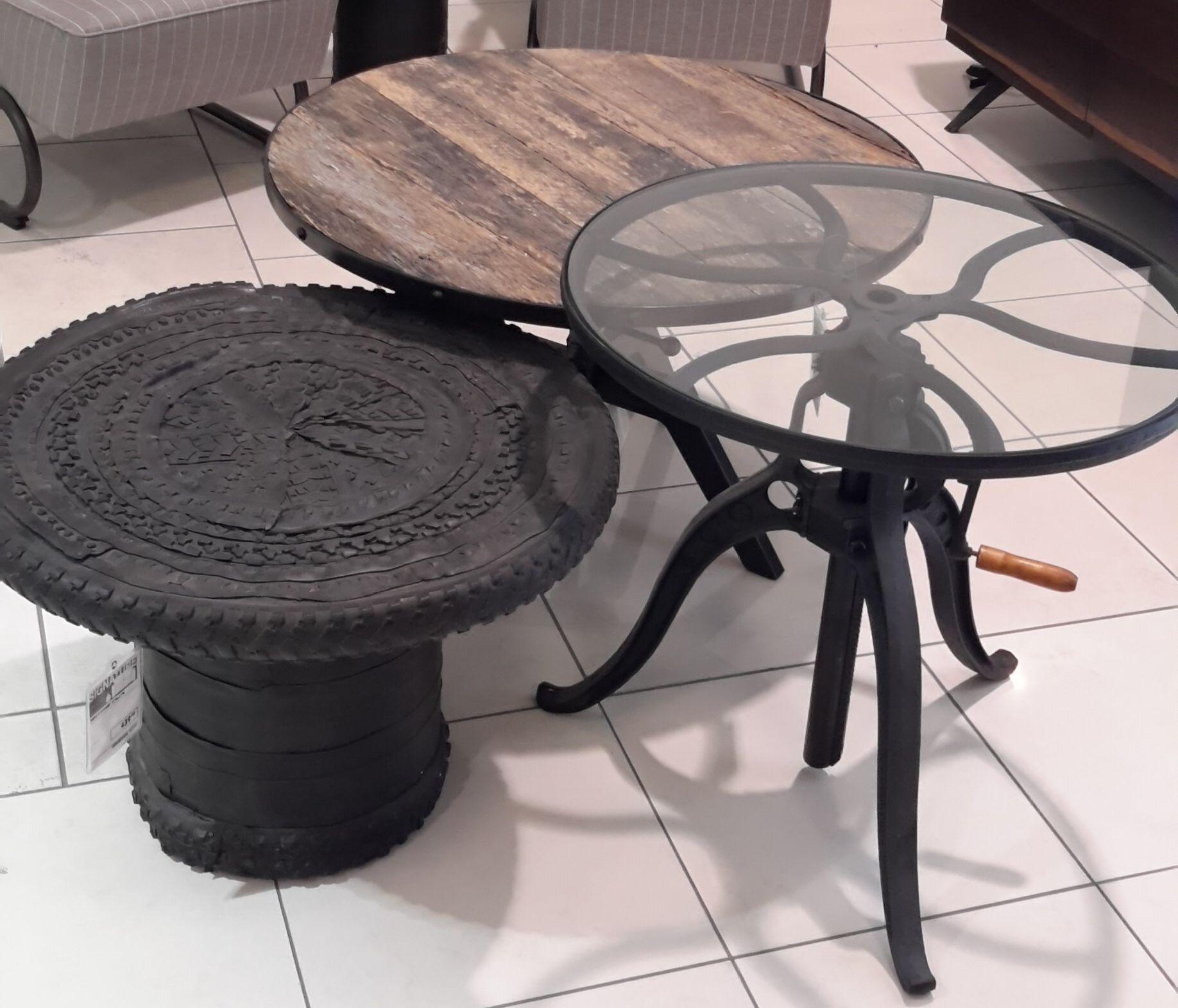trio de table d appoint caoutchouc recyclé verre métal et bois