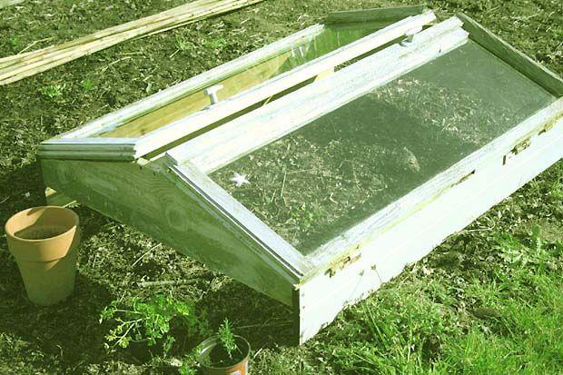 fabriquer une serre semis avec des fen tres de r cup. Black Bedroom Furniture Sets. Home Design Ideas